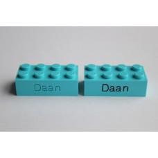Legoblok 2x4 Cyaan - Graveren en tekst ingekleurd