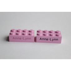 Legoblok 2x4 Roze - Graveren en tekst ingekleurd