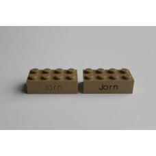 Legoblok 2x4 Taupe - Graveren en tekst ingekleurd