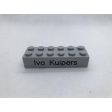 Legoblok 2x6 Grijs (licht) - Graveren en tekst ingekleurd