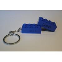 Sleutelhanger legoblok 2x4 Blauw (donker) inclusief Graveren en naam ingekleurd