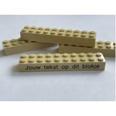 Legoblok 2x10 Zand - Graveren en tekst ingekleurd