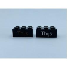 Legoblok 2x3 Zwart - Graveren en tekst ingekleurd