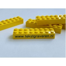 Legoblok 2x8 Geel - Graveren en tekst ingekleurd